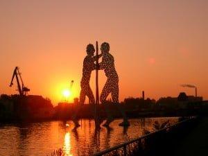 Molecule_Men_sun_rise